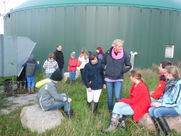 Vor der Biogasanlage
