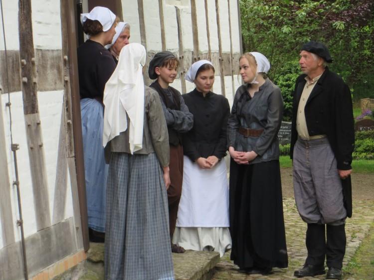 Das erste Bild zeigt Maximilian und Kollegen ;) bei den Dreharbeiten für das Rummuseum in der Schifferkirche in Arnis.