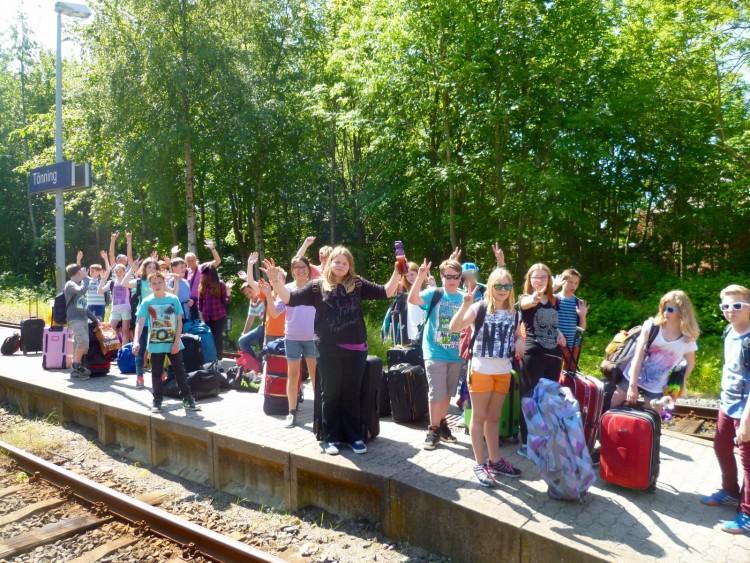 Abfahrt am Bahnhof in Tönning bei bestem Wetter